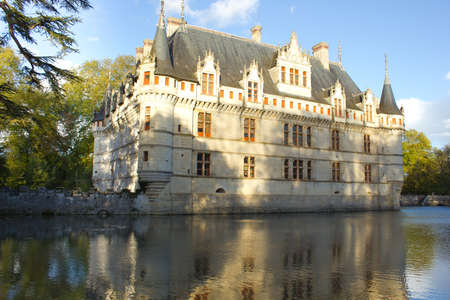 Chateau Azay-le-Rideau (erbaut 1527), Loire, Frankreich bei Sonnenuntergang Editorial