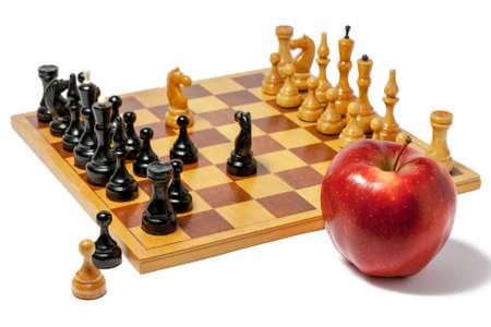 인물과 빨간 사과와 체스 보드