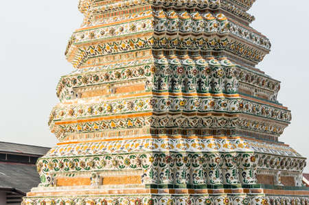 hallowed: Wat Arun, Temple of Dawn prang, chedi. Decorated tower of Temple of Dawn, Bangkok, Thailand Stock Photo