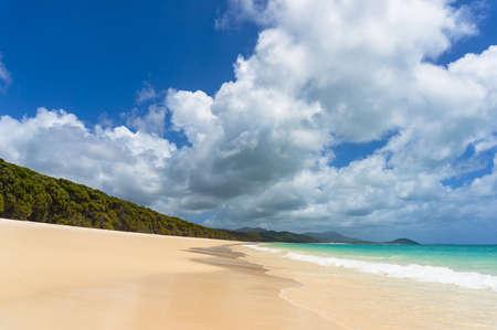 ウィット サンデー島のホワイトヘブンビーチ。熱帯の楽園の背景 写真素材