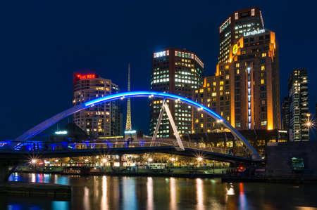 Melbourne, Australia - April 20, 2017: Southbank pedestrian bridge across Yarra river and Melbourne citysccape at night Editöryel