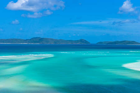 Amazing tropical seascape, landscape of turquoise blue water and coral reef islands. Whitsunday, Queensland, Australia Stock fotó