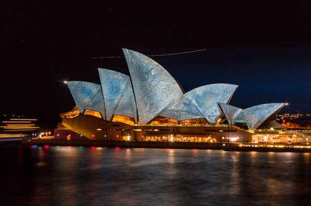 Sydney, Australien - 3. Juni 2014: Sydney Opera House mit Laserprojektionskunst während der Vivid Sydney Festival Veranstaltung Editorial