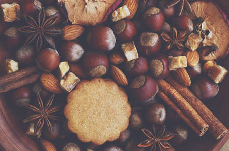 gingery: Gingerbread cookies, spices, nuts and brown sugar