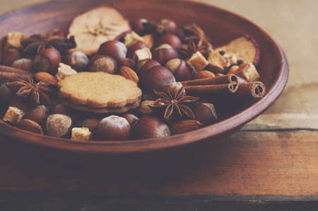 gingery: Clay display with gingerbread cookies, spices, nuts and brown sugar Stock Photo