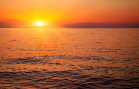 海に沈む夕陽 写真素材