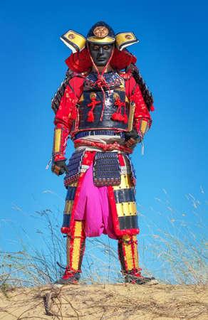 Man in samurai costume with sword Standard-Bild