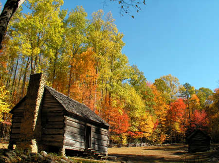 great smoky mountains: appalachian cabin in the fall Stock Photo