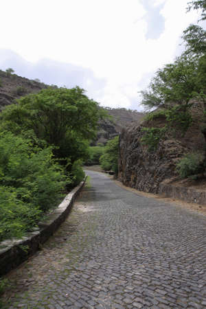 one lane: A long way street to the mountain