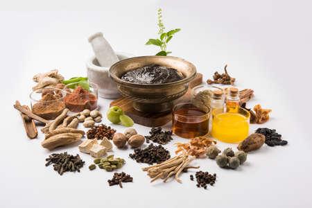 Indiase Ayurvedische voedingssupplement genaamd Chyawanprash  Chyavanaprasha is een gekookt mengsel van suiker, honing, Ghee, Indische Struikbes (Amla), Jam, sesamolie, Bessen, Kruiden en Verschillende Kruiden Stockfoto