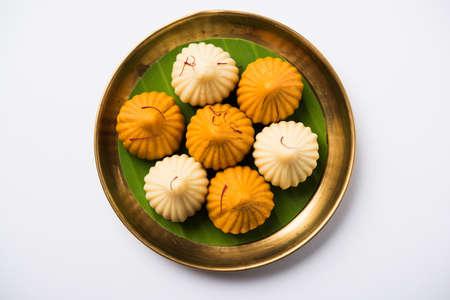 A modak is an Indian sweet dumpling popular in India. It is called modak, Kozhakkatta, modhaka, kadubu, modhakam, kozhakkattai, kudumu. made up of coconut and jaggery, rice flour, wheat with khava Standard-Bild