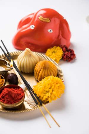 Modak は、インド団子人気インドの多くの部分でです。マラーティー語、コンカニ語 modak というだけでなく、グジャラート語、マラヤーラム語、modhaka