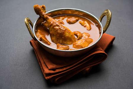 눈에 띄는 다리 조각, 인도, 인기있는 조리법에서 인도식 매운 치킨 카레 또는 masala 닭 스톡 콘텐츠 - 82364844