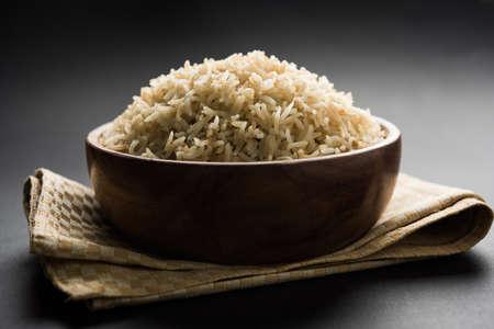요리 브라운 Basmati 쌀 그릇의 재고 사진 선택 초점 스톡 콘텐츠