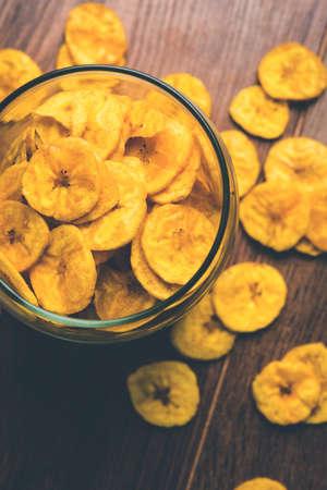 platanos fritos: Colección de foto - sano, hecho en casa, kela, o, plátano, virutas, obleas, o, plátano, virutas, foco selectivo