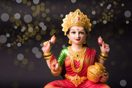 Idol worshipping of Hindu Goddess Lakshmi - Lakshmi Puja is a Hindu religious festival that falls on Amavasya (new moon day) which is  the third day of Tihar or Deepawali 免版税图像