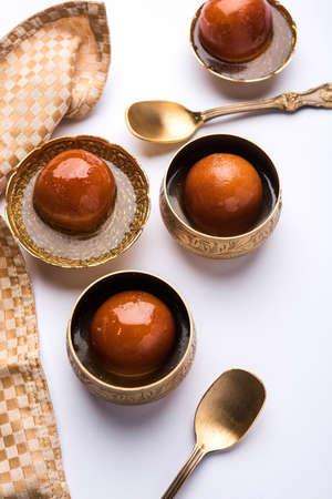 Gulab jamun / gulaab jamun is een op melk-vast materiaal gebaseerd Indiaas snoepje gemaakt in festival of huwelijksfeest Stockfoto - 90878051