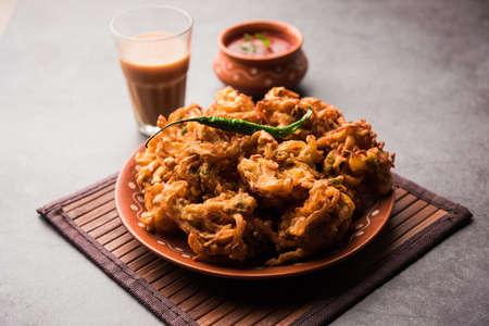 Fried onion pakora or Pyaj Pakoda also known as Crispy Kanda bhaji /Bhajji / bajji, favourite Indian Tea-Time snack during the rainy season. served with tomato ketchup