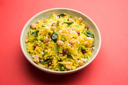 Power Kabuli Chana Poha or Protein Rich Choley Pohe, Popular Maharashtrian, Indian breakfast recipe, selective focus Banque d'images