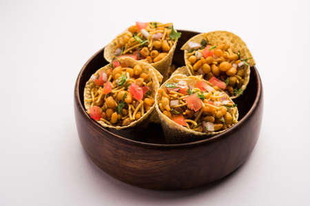 Chatpata Papad Cone chat or chaat is a quick and simple Indian Tea time snack recipe Imagens