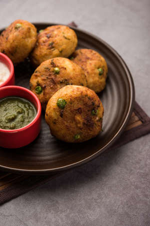 Aloo tikkiorPotato Cutlet or Patties is a popular Indian street food made with boiled potatoes, spices and herbs Banque d'images