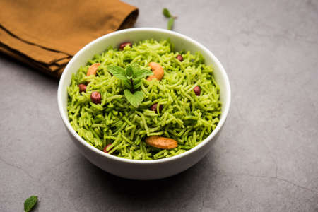 Mint Rice - Basmati rice cooked with fresh pudina leaves and garnished with Peanuts and Cashew nuts or kaju Zdjęcie Seryjne