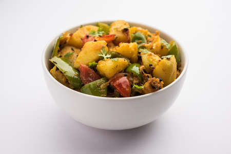 Aloo capsicum sabzi or potato and bell pepper sabji is an Indian vegetarian recipe for main course Banque d'images