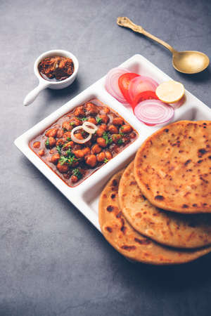 Chole with Aloo Paratha or Alu parantha, popular north Indian food recipe served hot with mango pickle Banque d'images