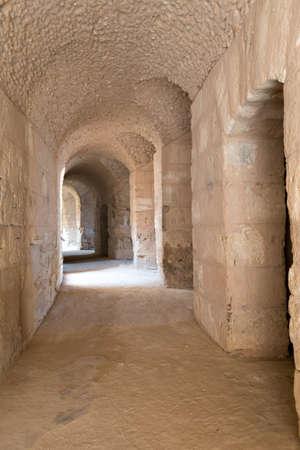 roman amphitheatre: Arcos en el interior del Anfiteatro Romano