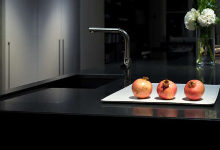 stone worktop: Cool and Classy, Modern and Stylish Kitchen with Black Granite Stone Worktop