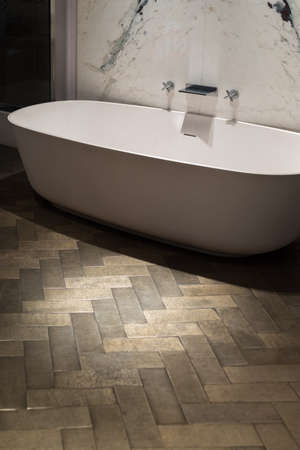 en suite: Ultra Stylish and Luxurious Bath Tub