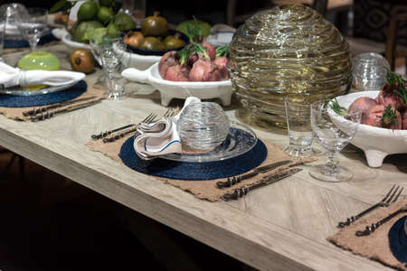 highend: High-End Table Setting with Fine Cutlery, Glassware and Cloth Napkins
