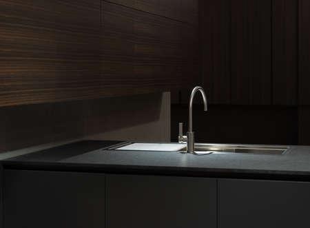 クリーンでシンプルなキッチン キャビネットとワークトップのステンレス鋼の台所の流しで
