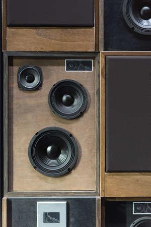 equipo de sonido: Viejo estilo madera Altavoces Música Electrónica apilados uno junto al otro