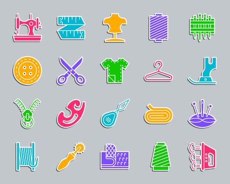 Nähen Silhouette Aufkleber Symbole gesetzt. Zeichen Kit der Mode. Die Sammlung von Stickpiktogrammen umfasst Klettverschluss, Spule und Fingerhut. Einfache Nähvektorikonenform für Abzeichen, Stecknadel, Aufnäher und Stickerei Vektorgrafik