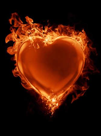 Coraz�n rojo rodeado por las llamas Foto de archivo
