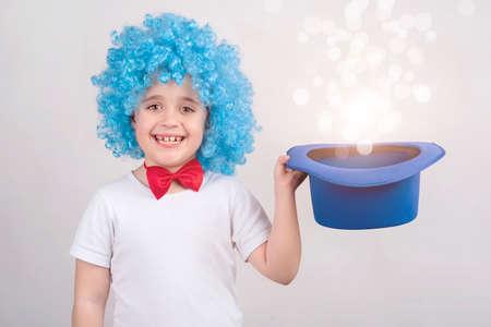 niños actuando: Niño divertido en el carnaval