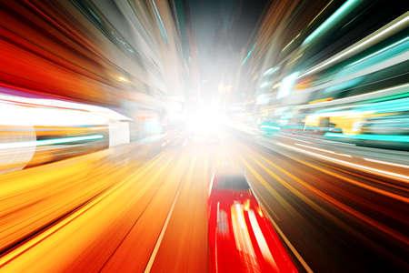 交通: 夜のトラフィック 写真素材