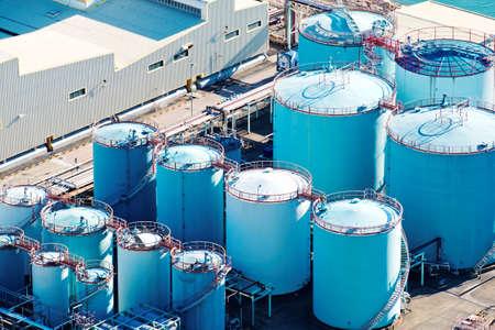 Tanque de aceite en la refinería de petróleo Foto de archivo - 60301861