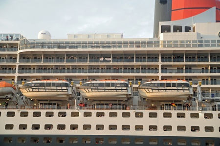 Queen Mary 2, arrival in Hamburg 2012-05-20 Editorial