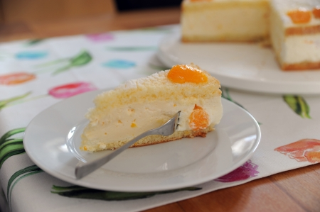 Torte with cream, curd and manderines