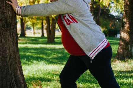 Pregnant woman practicing in a park. Healthy pregnancy