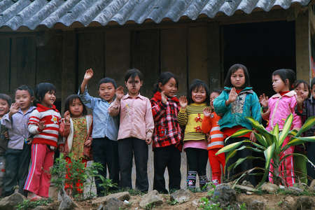 ha giang: HAGIANG, VIETNAM, DECEMBER 6  Unidentified children in a shool on December 6, 2011 in Ha giang province  Schools, health and other services are underdeveloped compared to many other parts of Vietnam