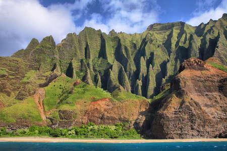 na: Jagged hills from catamaran at the dramatic Na Pali coast of Kauai, Hawaii Islands  Stock Photo