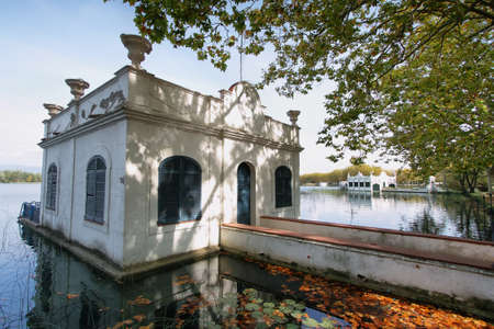 badhuis: View of old bathhouse in Lake of Banyoles, Catalonia, Spain