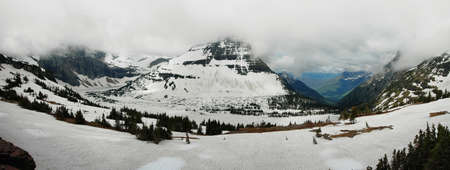 reynolds: Panoramic view to iced hidden lake and mount Reynolds, Glacier national park, USA Stock Photo