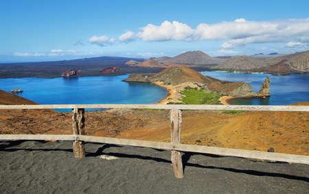 pin�culo: Vista de la roca pin�culo y sus alrededores en la isla Bartolom�, Gal�pagos, Ecuador