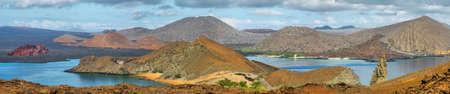 pinnacle: Vista panoramica di Pinnacle Rock e dintorni nell'isola di Bartolome, Galapagos, Ecuador