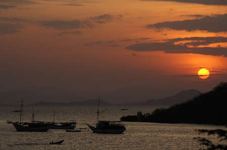 Sunset in port of Labuan Bajo, Flores Island, Indonesia Imagens