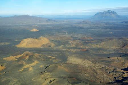 crater highlands: Vista a�rea de Her�ubrei� famosa monta�a en la regi�n Islandia Highland